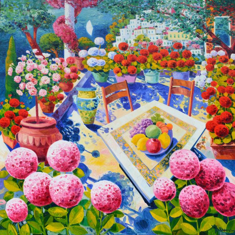Terrazzo con frutta e due seggiole